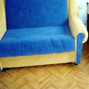 диван-кровать сине-жёлтый