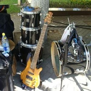 Продам бас гитару  J&D RM-6